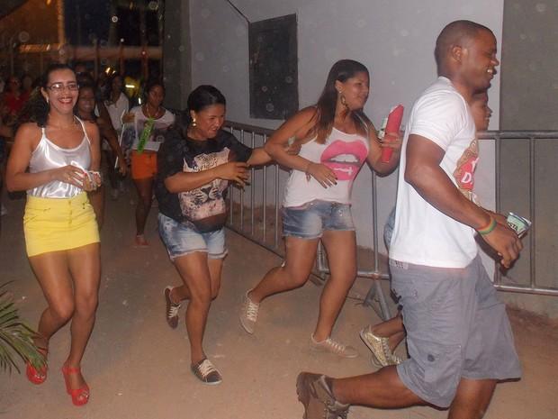 correria na entrada do festival (Foto: Henrique Mendes/G1)