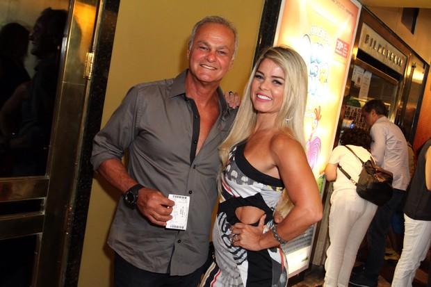 Kadu Moliterno com a namorada Cristianne Rodriguez (Foto: Anderson Borde/AgNews)