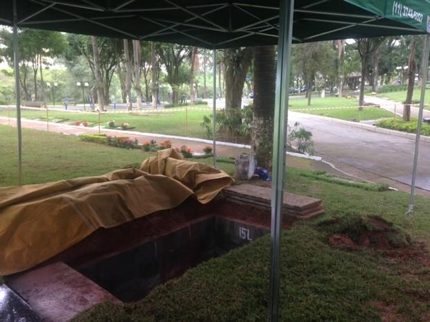 Jazigo onde Jair será sepultado  (Foto: EGO)