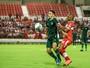 Goiás recebe o CRB e tenta voltar a vencer na Série B após duas rodadas