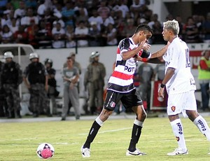 Marcelinho Paraíba x Éverton Sena - Santa Cruz - Sport (Foto: Aldo Carneiro)