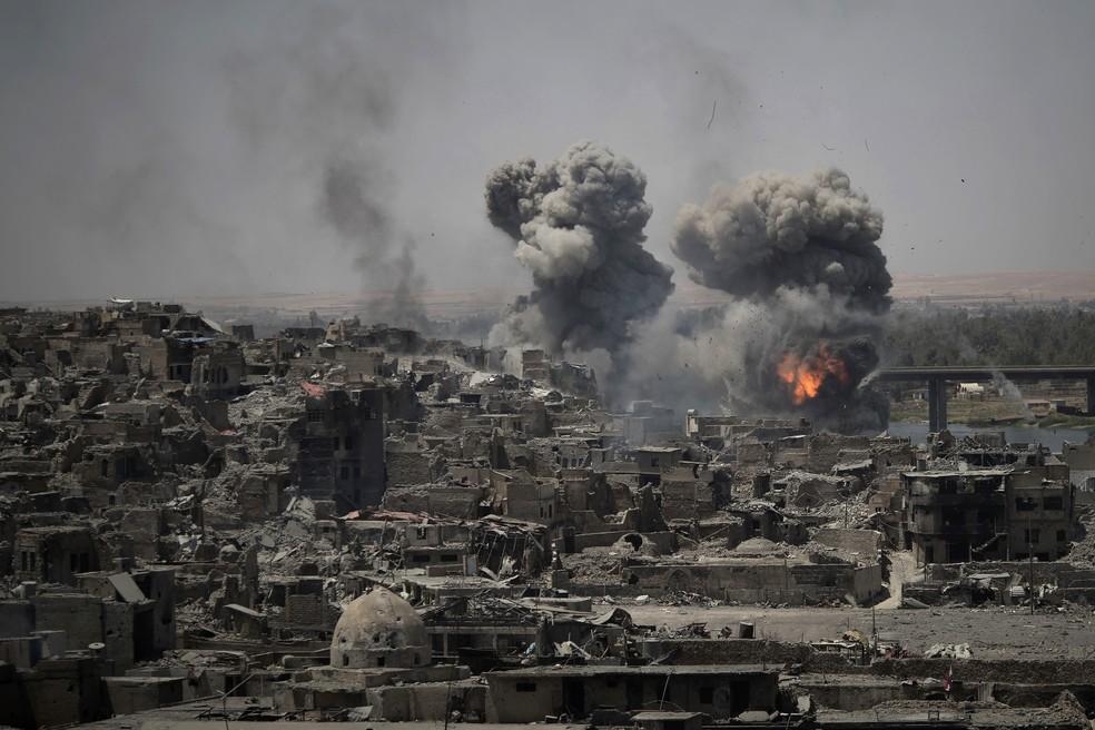 Mesmo após declaração de retomada de Mossul, combates seguem na cidade iraquiana (Foto: AP Photo/Felipe Dana)