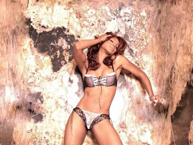 Uau! Musa dos anos 90, Toni Braxton rouba a cena de biquíni aos 49 anos