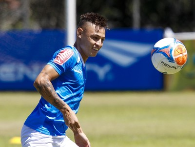 Neilton, atacante do Cruzeiro (Foto: Washington Alves / Light Press)
