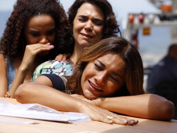 Lucimar sofre muito pensando que perdeu a filha (Foto: Salve Jorge/TV Globo)