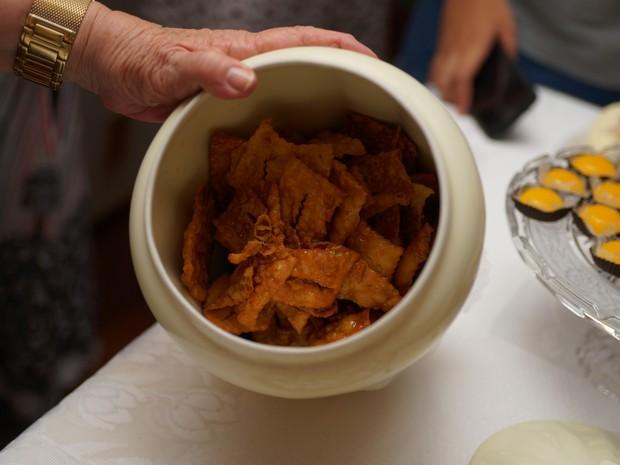 Uma receita tradicional da família Picarelli, o latugue é frito e empanado em açúcar e mel (Foto: Henrique Picarelli)