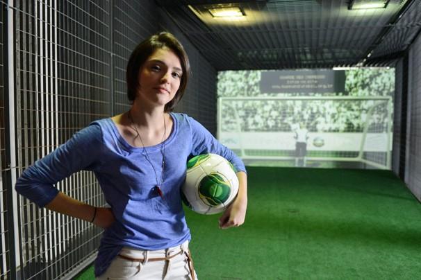 Isabelle Drummond pronta para uma partida de futebol como Giane, na