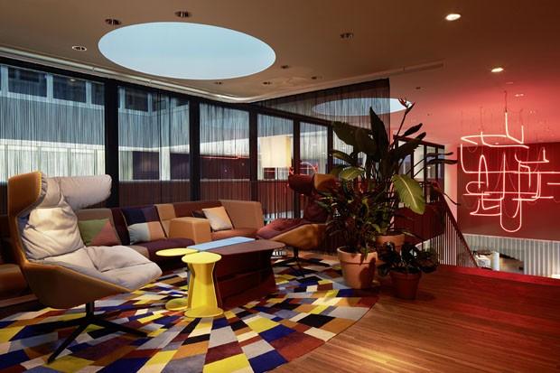Mergulho em cores na su a casa vogue lazer cultura for Designhotel 25hours