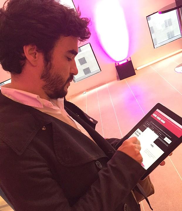 Caio Blat assina o compromisso 'Eles Por Elas' no site oficial da campanha. (Foto: GNT)