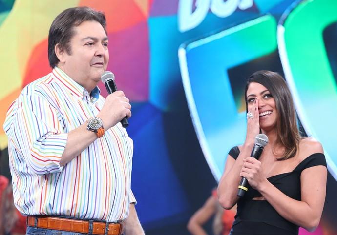 Carol Castro se emociona com declaração do namorado (Foto: Carol Caminha/Gshow)