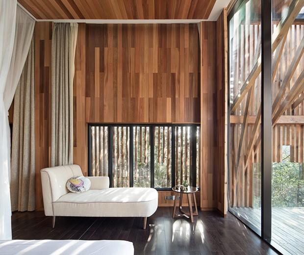 O espaço é repleto de cortinas que quando fechadas bloqueiam totalmente a entrada de luz natural (Foto: Bowen hou/Divulgação)