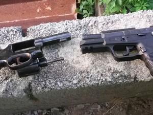 Armas apreendidas na 'Operação Alferes Tiradentes'  (Foto: Polícia Militar / Divulgação)
