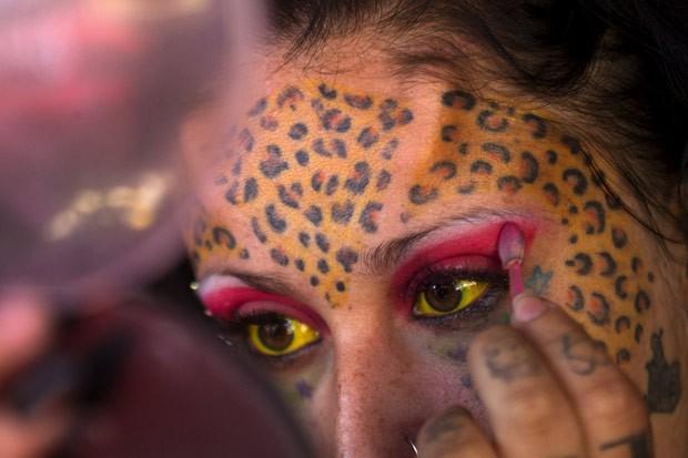 Andrea Aguilar é conhecida como 'mulher leopardo' (Foto: Guillermo Granja/Reuters)