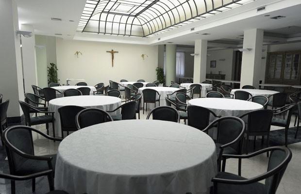 Sala de jantar da Casa Santa Marta (Foto: Reuters)