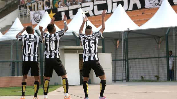 Gabriel comemora gol do Santos contra o Palmeiras (Foto: Getty Images)