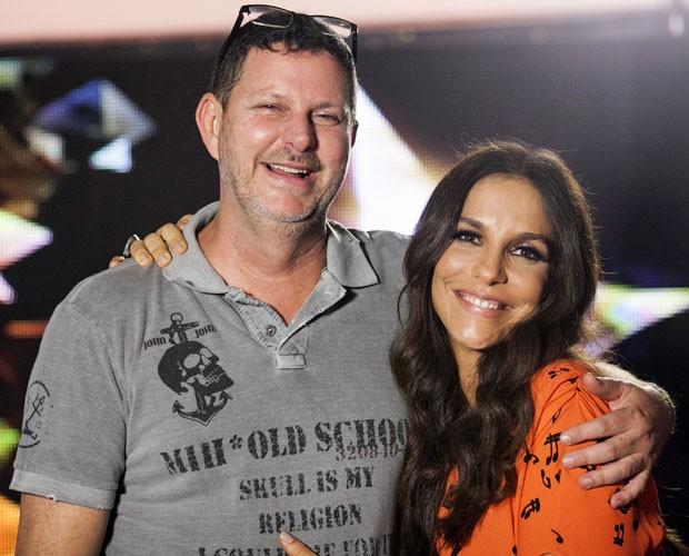 Ivete Sangalo e seu assessor pessoal Dito: É muito amor! (Foto: Dafne Bastos/TV Globo)