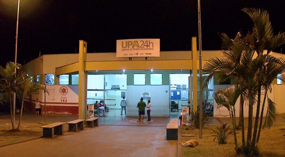 Vítima foi socorrida até a UPA e depois transferida para o Hospital das Clínicas em Ribeirão (Foto: Paulo Souza/EPTV)