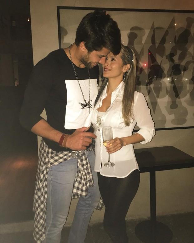 Ex-BBB Renan e a namorada (Foto: Reprodução / Instagram)