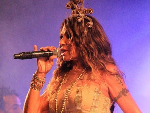 Elba Ramalho durante apresentação no Carnaval de Jacumã, na Paraíba (Foto: Stanley Talião/Setur Conde)