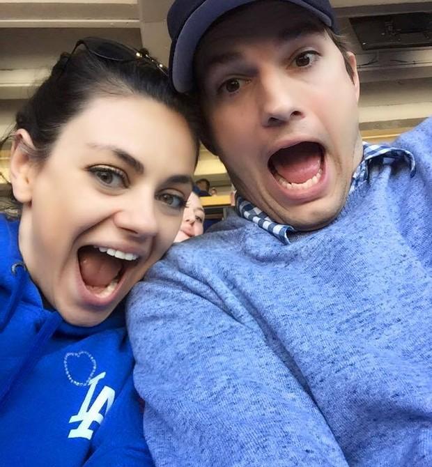 Ashton e Mila querem outro bebê me breve (Foto: Reprodução/ Facebook Ashton Kutcher)