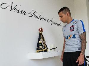 O lateral esquerda do Corinthians Guilherme Arana é devoto desde os 5 anos (Foto: Rodrigo Gazzanel)
