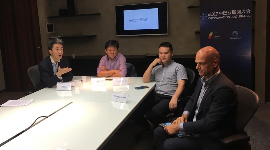 Yan Di e In Hsieh, da CBIPA, Wei Fangdan, CEO da Baijing, e Andreas Blazoudikis, da Movile (Foto: Caio Patriani)