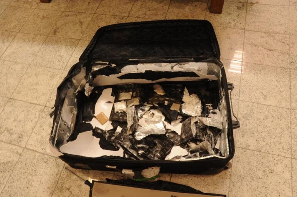 Drogas são colocadas dentro das malas e objetos (Foto: Divulgação/Polícia Federal)