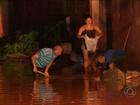 Chuva forte alaga ruas e água invade casas em Campina Grande