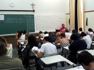 Candidatos fazem prova da primeira fase do vestibular 2013 da Unicamp em Campinas (Foto: Fernando Pacífico/G1 Campinas)