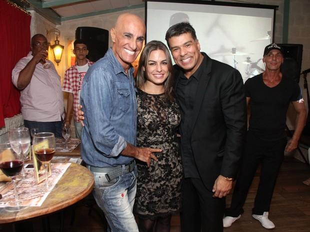 Amin Khader com Maurício Mattar e a namorada, Bianca Assumpção, em restaurante na Zona Oeste do Rio (Foto: Thyago Andrade/ Foto Rio News)