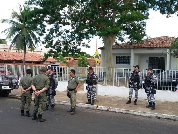Policiamento foi reforçado nas imediações do Fórum onde testemunhas serão ouvidas (Foto: Ellyo Teixeira/G1)