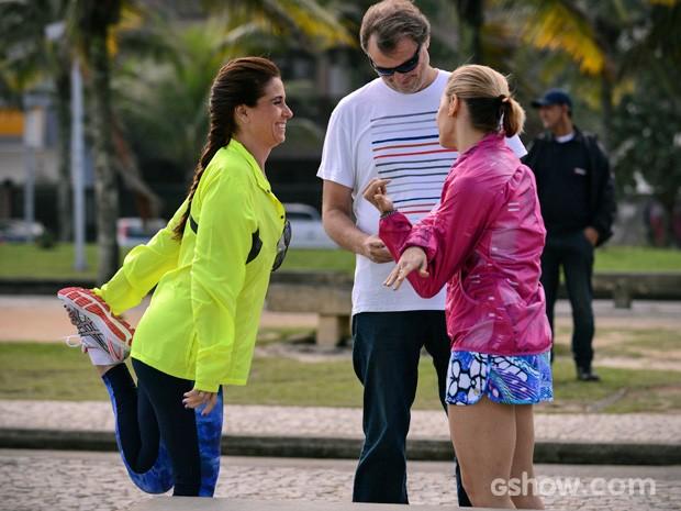 Diretor João Bolthauser oriente Giovanna Antonelli e Bianca Rinaldi (Foto: Raphael Dias/TV Globo)