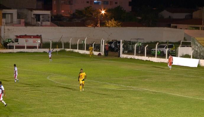 Ambulância, Picos x Piauí, Campeonato Piauiense (Foto: TV Clube)