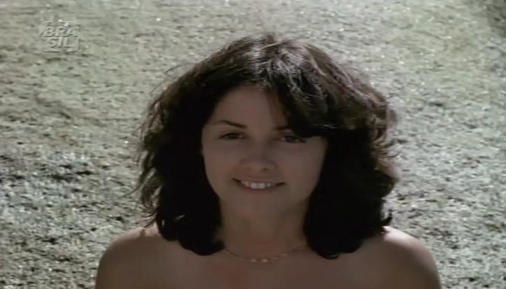 Aldine permanece em atividade cênica até hoje. De 2010 a Março deste ano, esteve em cartaz com a peça 'Virgem aos 40.com', no teatro Zanoni Ferrite. Trabalhou em várias emissoras, nas novelas 'Rainha da Sucata' (1990), 'Sassaricando' (1987) 'A Escrava Isaura' (2004), e também na 'Escolhinha do Professor Raimundo'. Mas, sua carreira começou nas comédias eróticas da década de 70. Filmes como 'As Meninas Querem... Os Coroas Podem' (1976), de Oswaldo de Oliveira, 'Bem Dotado, O Homem de Itu' (1978), de José Miziara e 'Bacanal' (1981), de Antônio Meliande, tiveram boa receptividade com o público. (Foto: Reprodução)