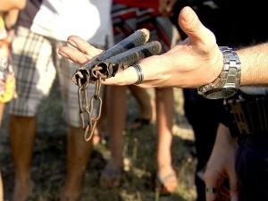 Suspeito estava com arma de artes marciais (Foto: Reprodução/ TV Verdes Mares)