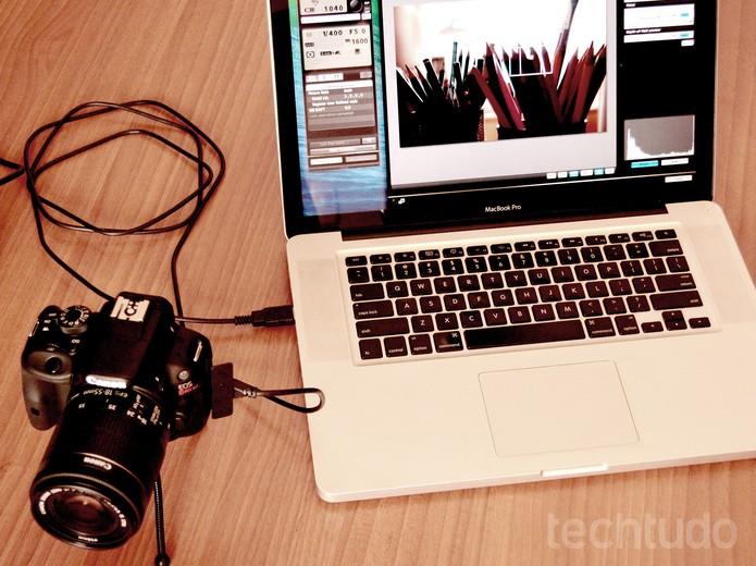 Câmera e notebook (Foto: Adriano Hamaguchi/TechTudo)