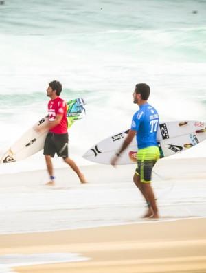 Jeremy Flores e Filipe Toledo perdem para Kolohe e vão à repescagem em Banzai Pipeline, no Havaí (Foto: Tony Heff/WSL)