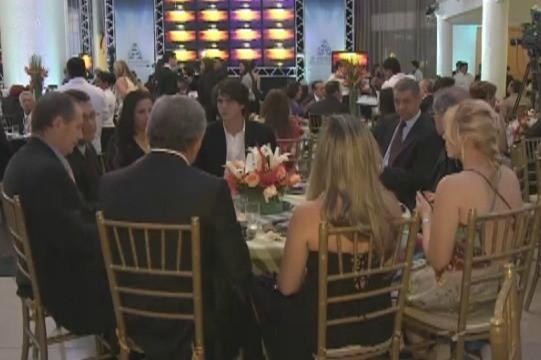 Convidados presentes no jantar de lançamento do  sinal digital em Porto Velho (Foto: Reprodução/TV Rondônia)