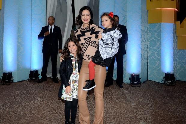 Vera Viel e filhas (Foto: Eduardo Martins / AgNews)