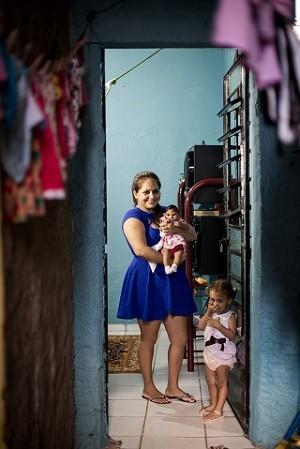 Juliana diz que estímulo é essêncial para o desenvolvimento da Maria Beatriz (Foto: Jonathan Lins/G1)