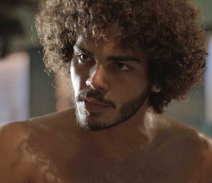 Pedro faz mistério sobre sua vida (Foto: TV Globo)