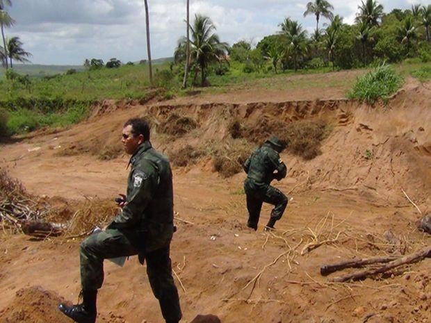 Área onde o minério era retirado está bastante deteriorada em São Domingos (SE) (Foto: Divulgação/Pelotão Ambiental)