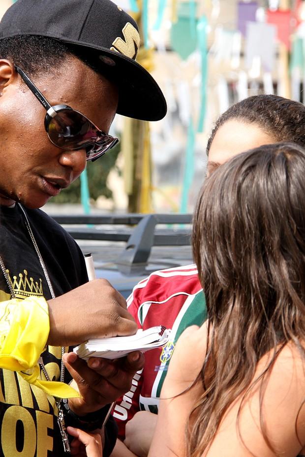MC Sapão grava clipe com Raper D-Snow (Foto: Daniel Pinheiro / R2 / Divulgação)