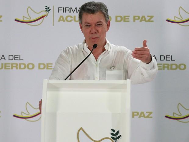 O presidente da Colômbia, Juan Manuel Santos, fala sobre assinatura de acordo de paz com as Farc (Foto: John Vizcaino/Reuters)