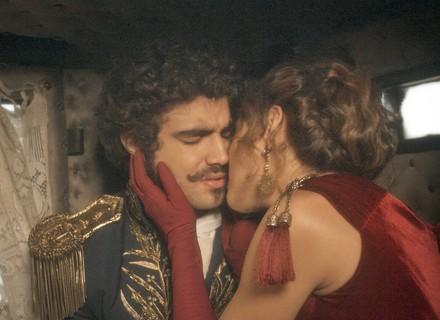 Dom Pedro propõe acordo, mas cai nas graças de Dulcina