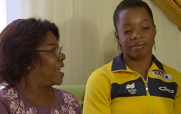 Joice Silva ao lado da mãe (Foto: Reprodução/SporTV)