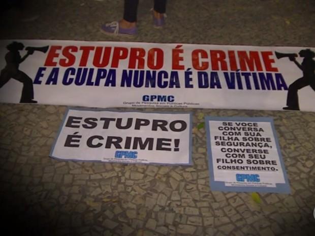 Faixas contra a cultura do estupro (Foto: Reprodução/TV Globo)