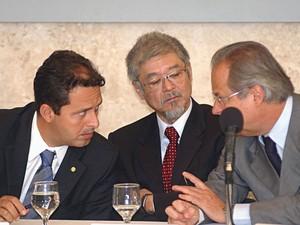 Março de 2004 - Reunião do Conselho de Desenvolvimento Econômico e Social. O então ministro da Ciência e Tecnologia, Eduardo Campos, ao lado do ministro Luiz Gushiken (Sec. de Comunicação de Governo) e José Dirceu (então ministro-chefe da Casa Civil) (Foto: Roosewelt Pinheiro/ABr/Arquivo)