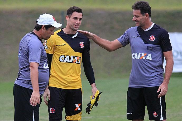 Martin Silva, Adilson e Carlos Germano Vasco treino (Foto: Marcelo Sadio / Flickr do Vasco)