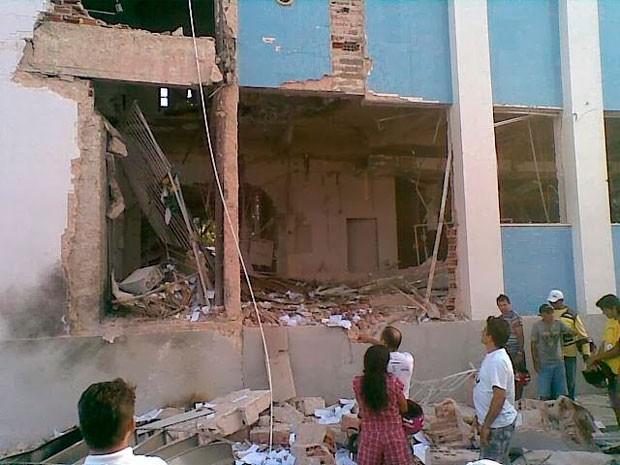 Agência do Bando do Brasil de Apodi foi destruída com a explosão (Foto: Marcos Gil)